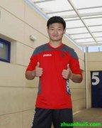 中国球员李明试训西班牙人