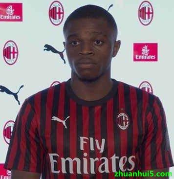AC米兰官网宣布正式签下20岁里昂右边卫卡卢卢
